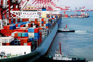 Container-ship-berthing-port